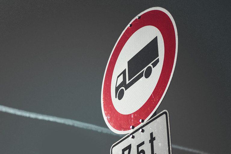 Aktiv Service Abbruch- und Erdarbeiten KG sucht LKW Fahrer und Dispositionsleiter
